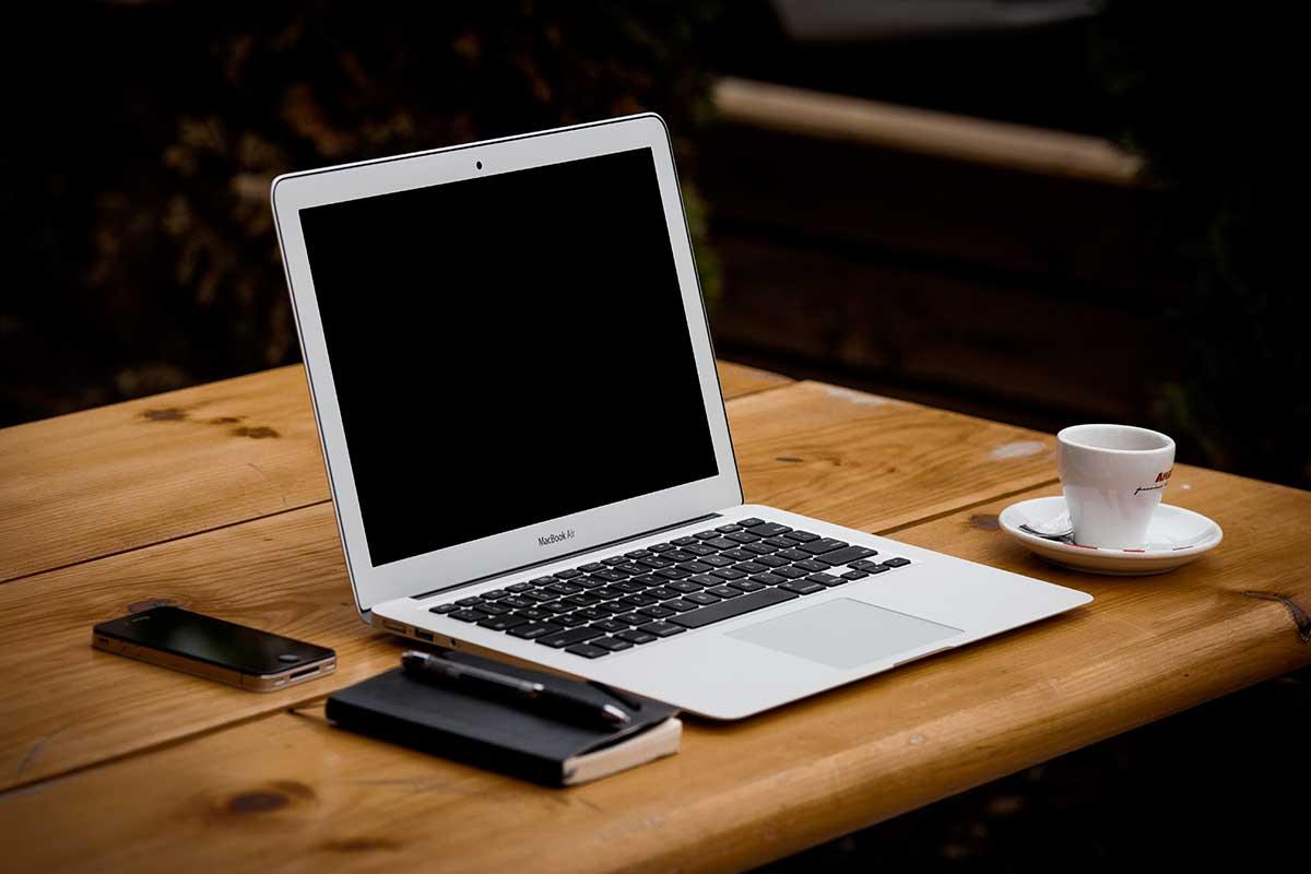 laptop-by-alejandro-escamilla